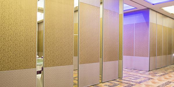 浅谈酒店活动隔断墙的安装技巧