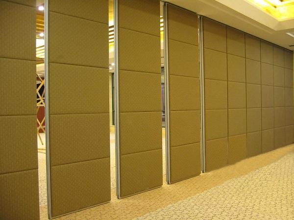 多功能的会议室活动隔断