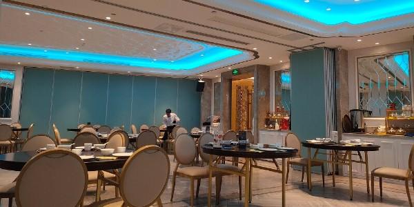 多亏了屏风隔断,让餐厅生意源源不断